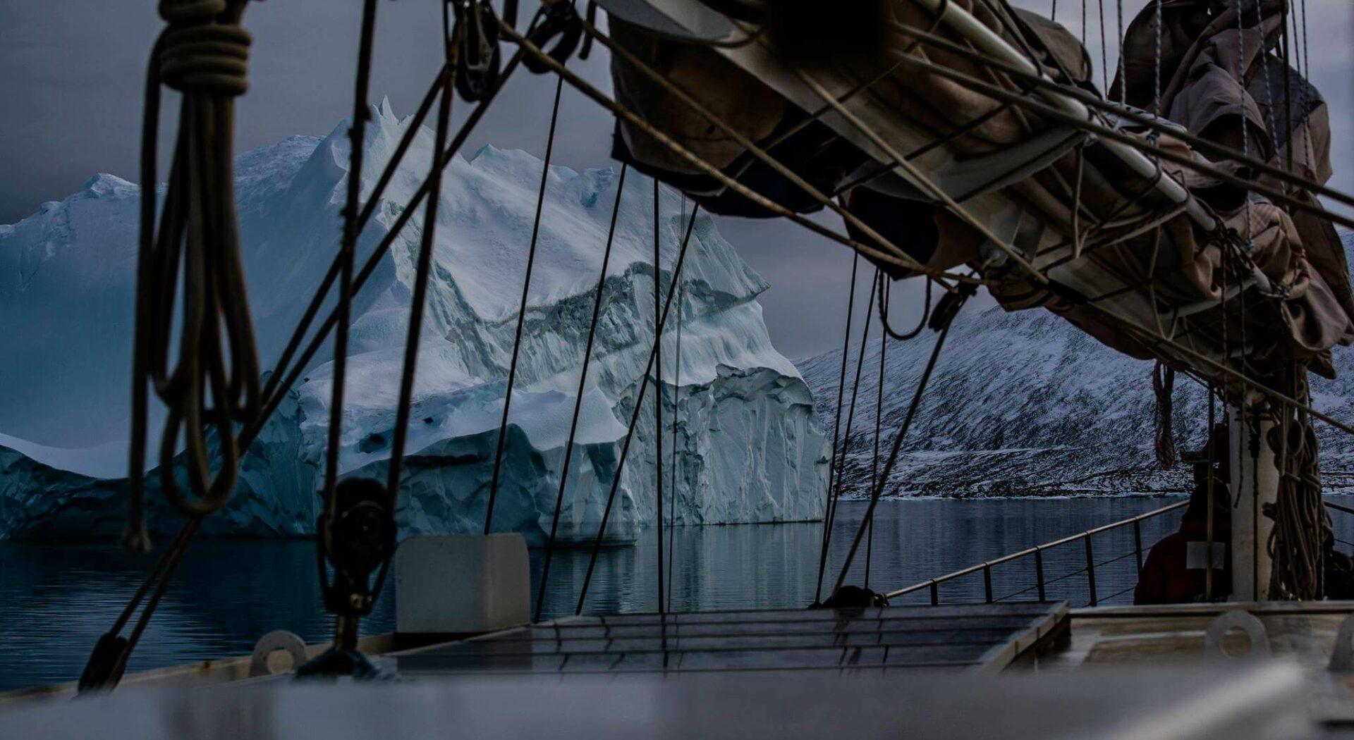 Östre del av Nordvestpassasjen böd på spektakulære isfjell. Foto; Ben Cooke