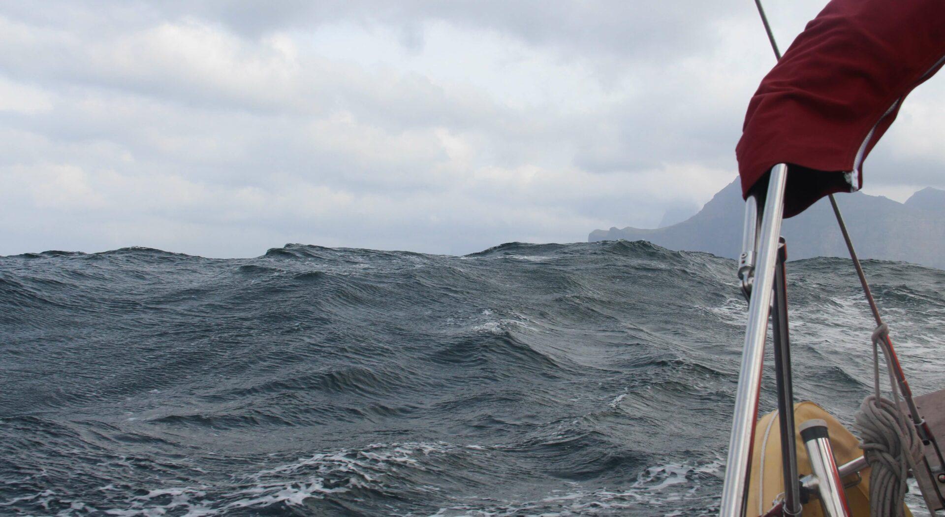010 sjøen tok seg opp da vi forlot Færøyene
