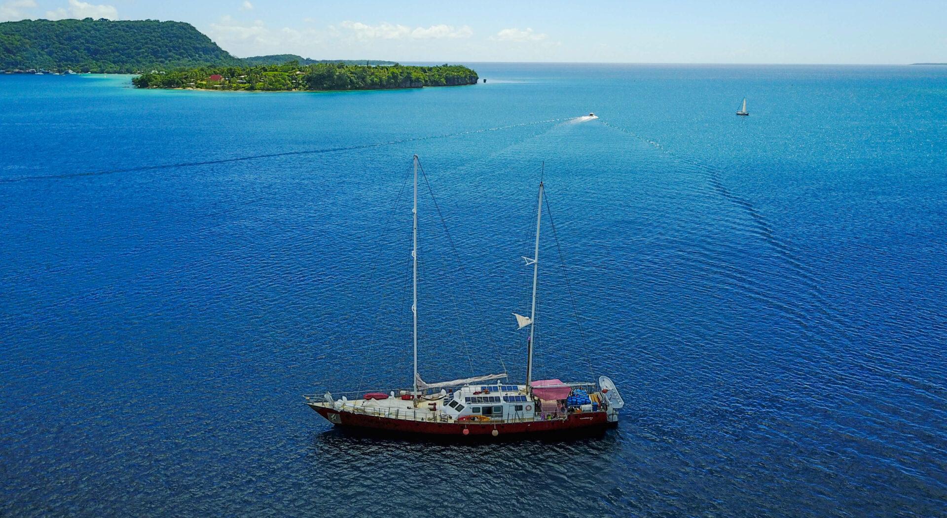 Ekspedisjonbåten«`Infinity«, kjent fra NRKs «Flaskepost fra Stillehavet«, er en 120-fots sementkonstruksjon.red2