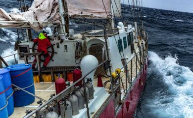I Chukchi-sjöen brygget det opp til skikkelig storm. Foto; Tim Charody [strek] Seagypsiesmovie.com-EDIT