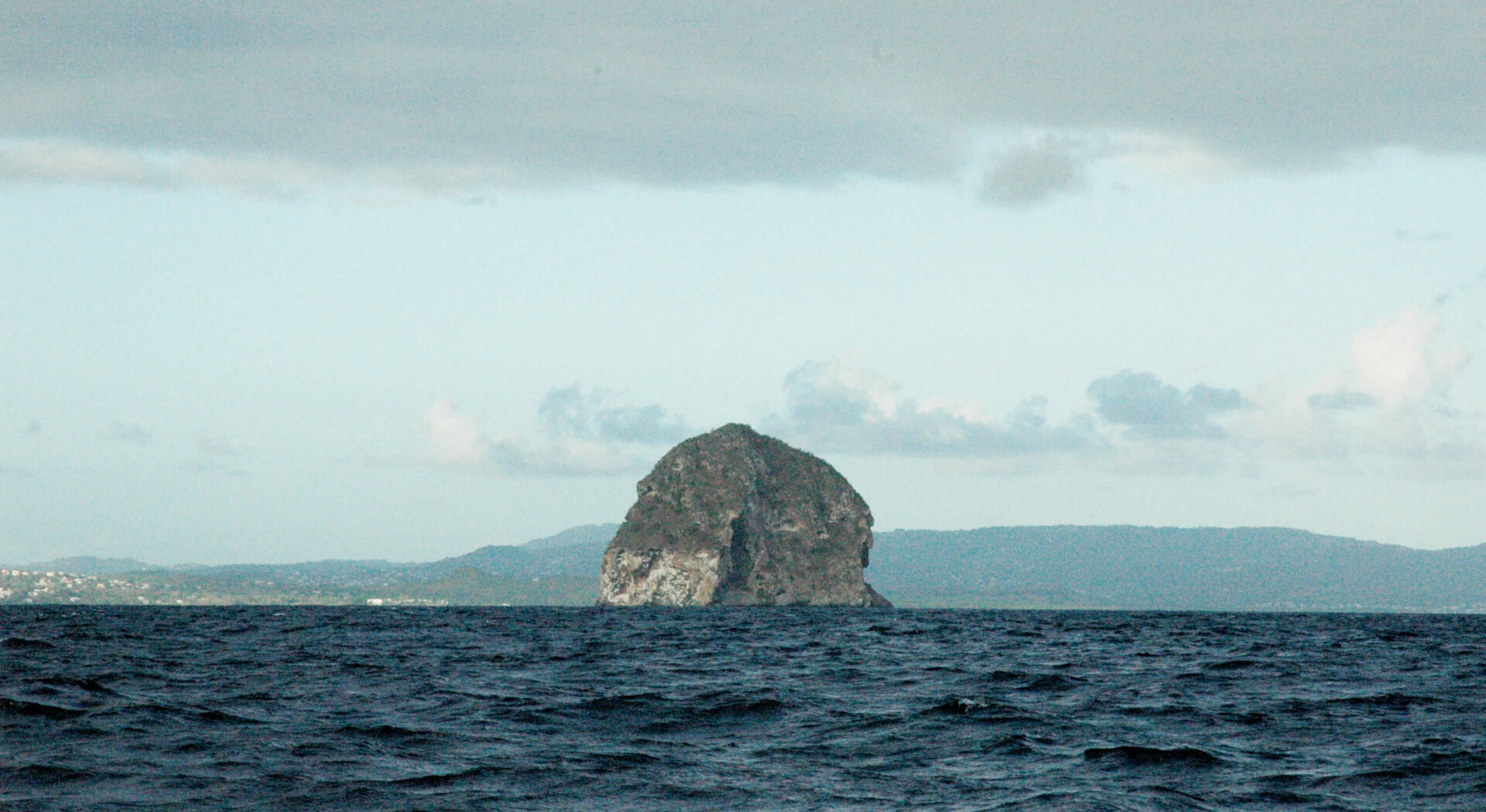Kjente »Rocher du Diamant» utenfor Martinique