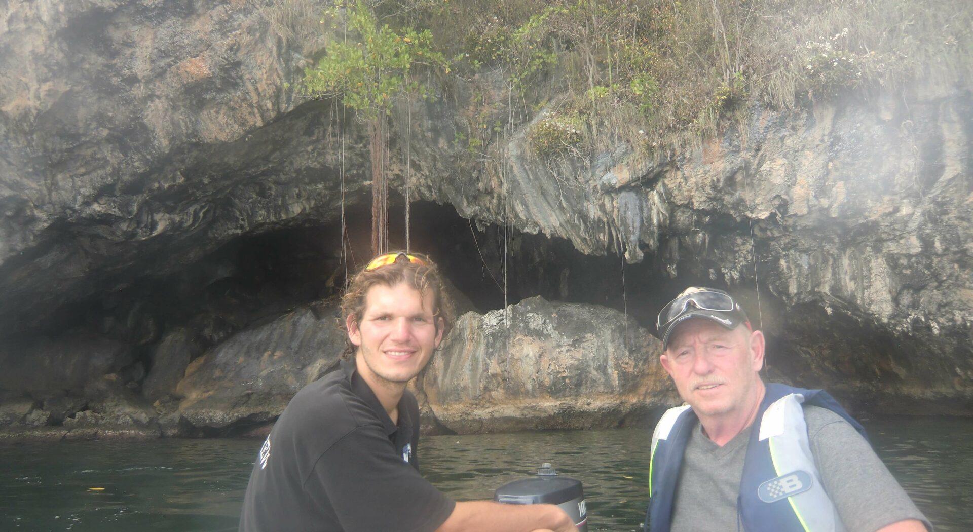 På tur med dinghyen til Trinidads naboøy Caspa Grande
