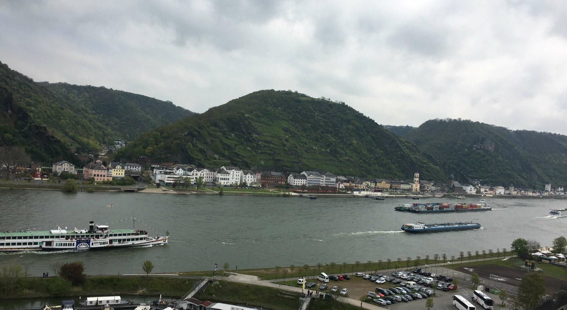 Sankt Goar oversikt over havn og Rhinen