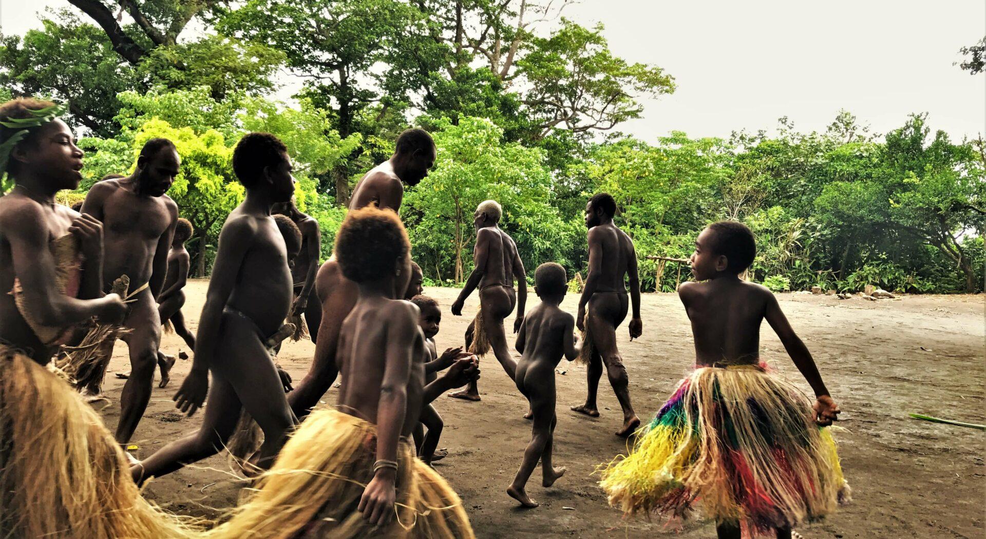 Tradisjonelle danser har fortsatt en stor verdi i dagliglivet i Salomonsjøen. Fotoꓽ Amanda Sailing