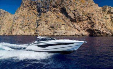 v40-exterior-white-hull-3a-600×400