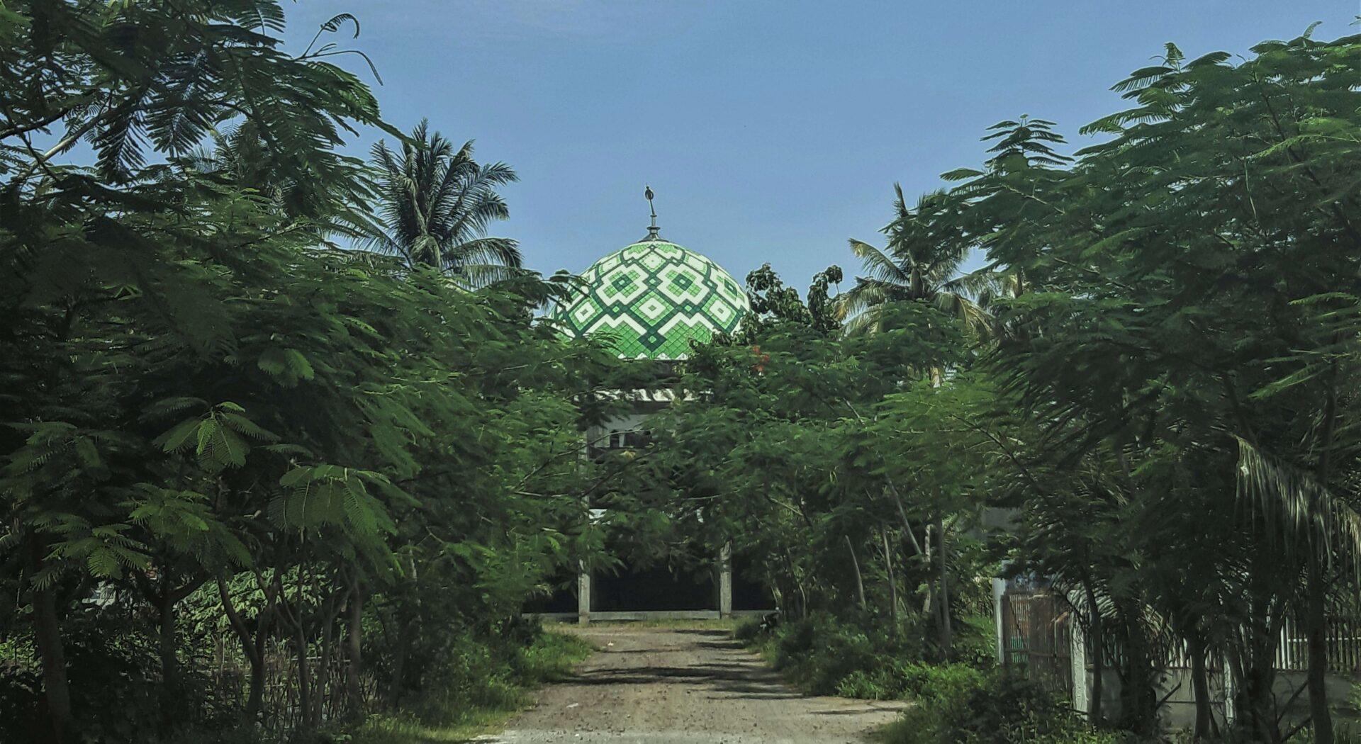 Tual var første møte med Østens religioner. Indonesia er det landet i verden med flest muslimer, og vi ble akkompagnert av høylytte moskebønner fra tidlig morgengry til sen kveld