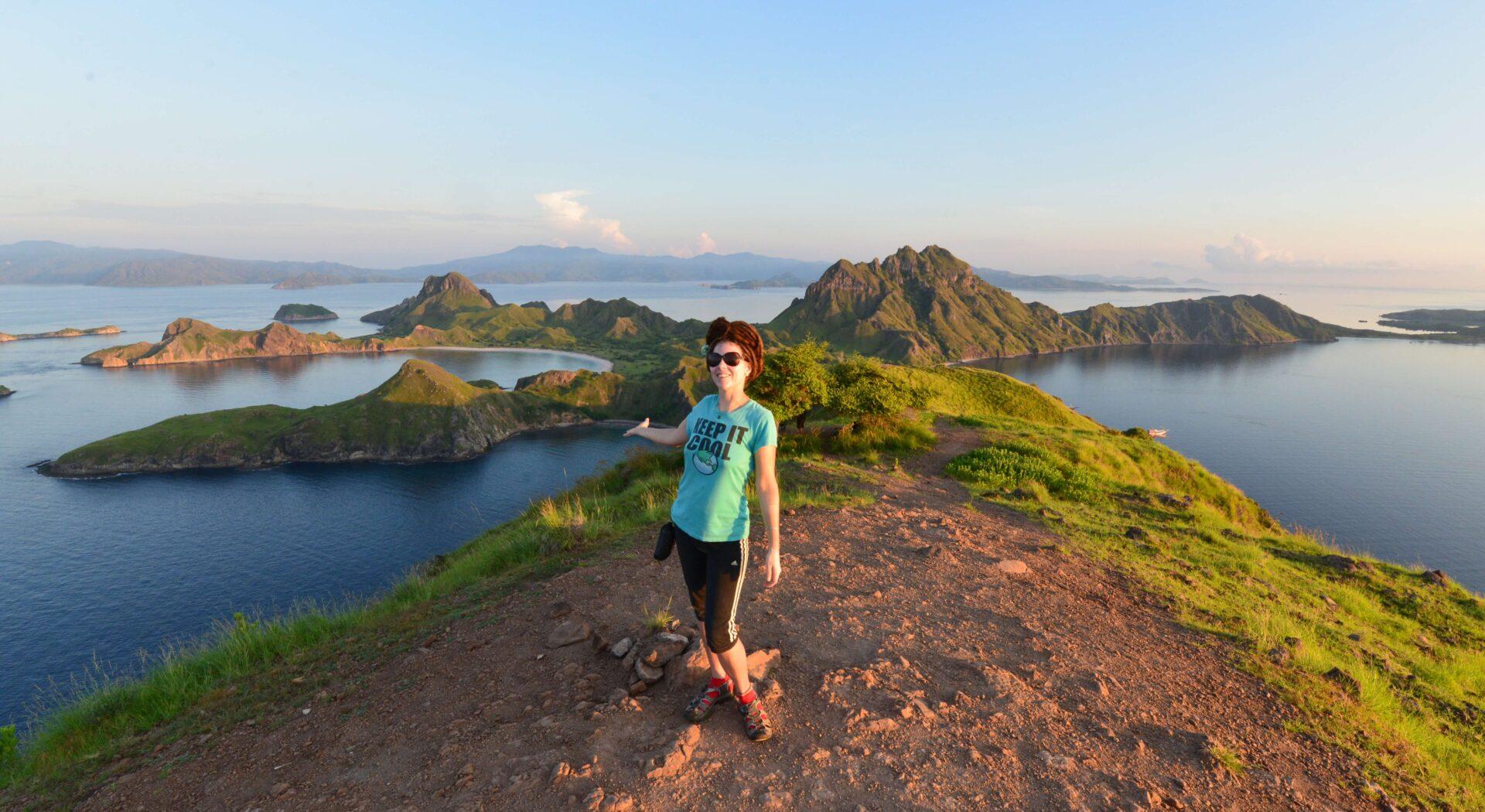 Fra toppen av Padar Island nøt vi panoramablikk over en av Østens fineste nationalparker. Fotoꓽ Amanda Sailing.